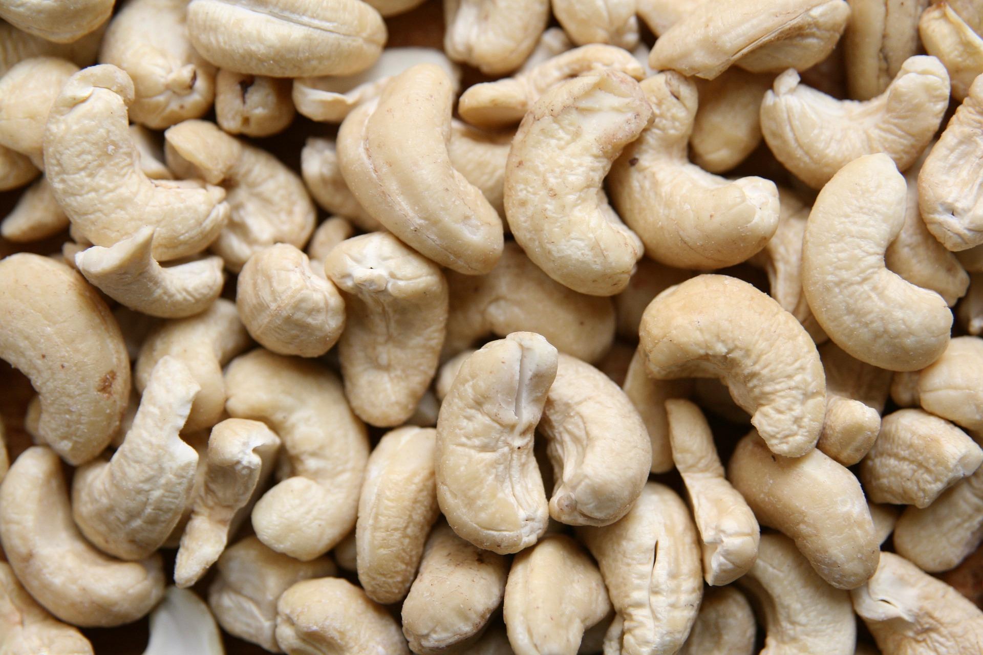 Raw cashew nuts without skin W240